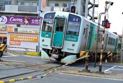 高徳線のディーゼル車。高松駅行き