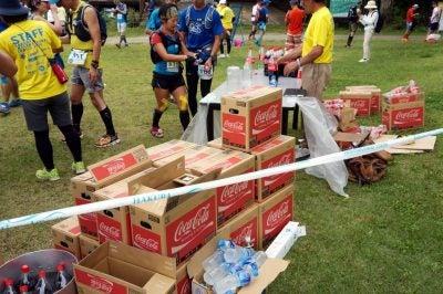大量のコカ・コーラ