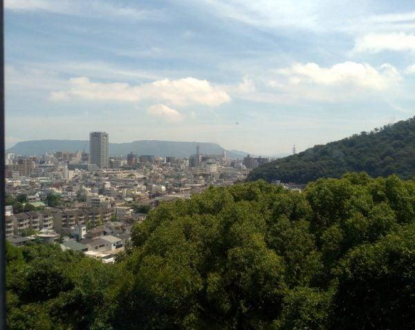 讃州めんめの窓から望む高松市の風景