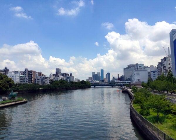 天神橋から京阪天満橋駅方面を望む